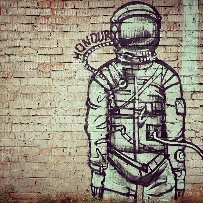 Граффити с космонавтом