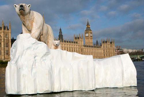 Белые медведи в Лондоне