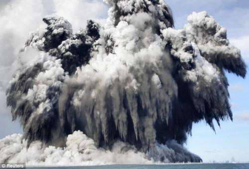 Подводное извержение вулкана