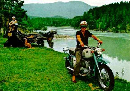 Мотоциклист на Алтае