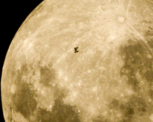 space-station-moon_1744766i.jpg