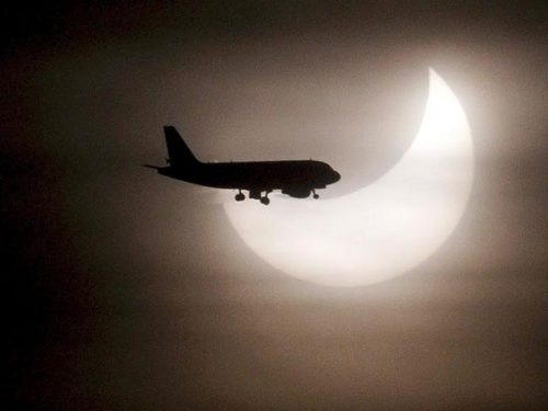 first-partial-solar-eclipse-2011-airplane_30842_600x450.jpg