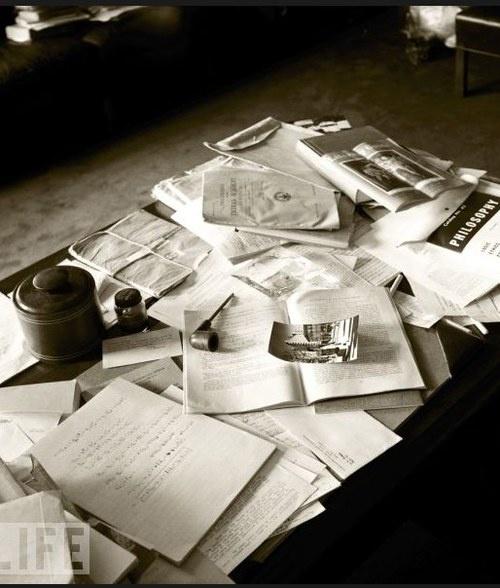 Рабочий стол Эйнштейна