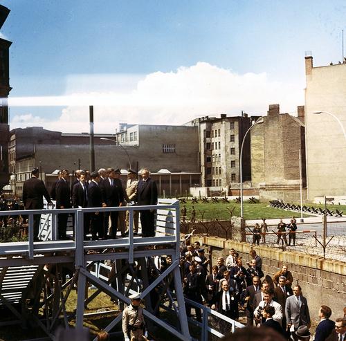 Джон Кеннеди у Берлинской стены