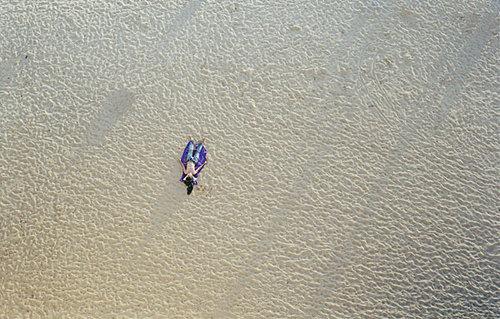 На пляже, Ричард Мисрак