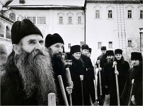 Православные монахи