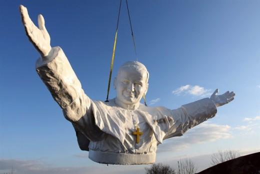 pb-130408-pope-statue-01.photoblog900